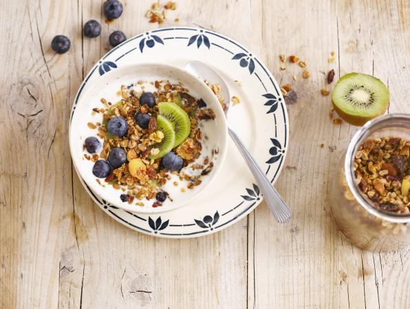 Granola, Kiwi & Blueberry Breakfast
