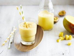 Smoothie de mango y fruta de la pasión con Bebida de Coco