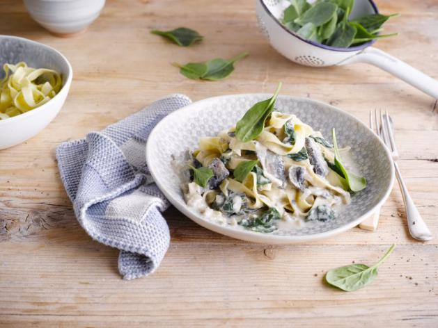 Tagliatelle with Spinach and Portobello Mushrooms