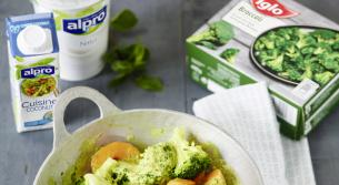 Süßkartoffel-Brokkoli-Curry mit frischem Minz-Dip