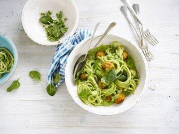 Zelena tjestenina s pilećim mesnim okruglicama