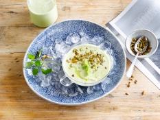 Kalte Suppe für heiße Tage mit der Alpro Soja-Joghurtalternative Natur