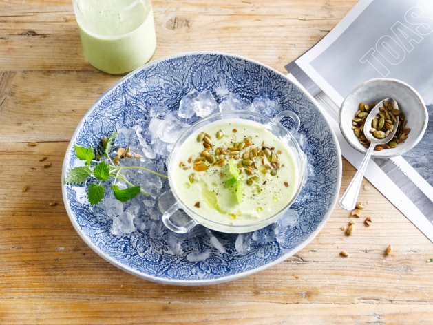 Chilled cucumber and mint soup with toasted seeds