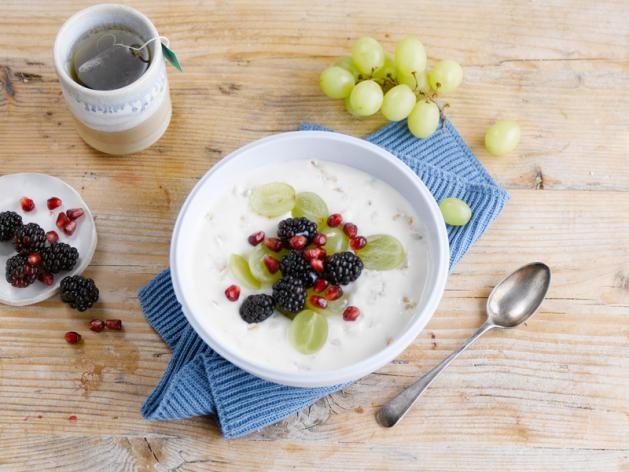 Fruity breakfast bowl with oats