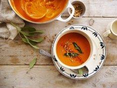 Herbstliche Paprika-Pastinaken Suppe mit Quinoa