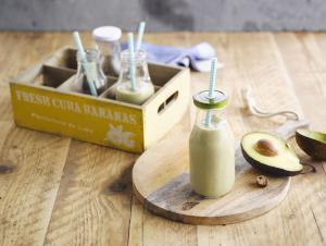 Zijdezachte amandel-avocado smoothie