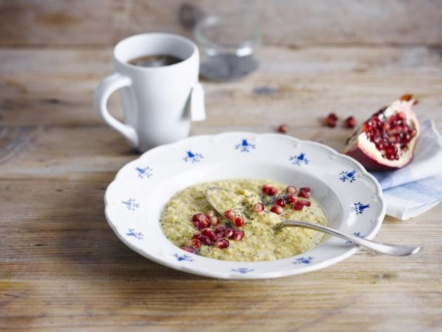 Pomegranate Oat Porridge