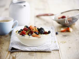 Red fruit breakfast