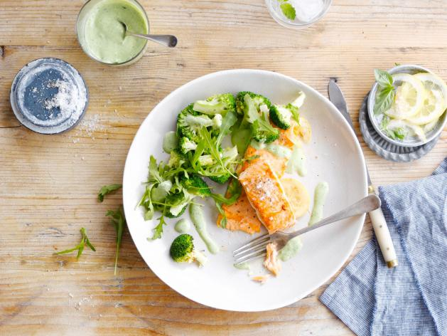 Grilled Salmon with lemon and tarragon sauce